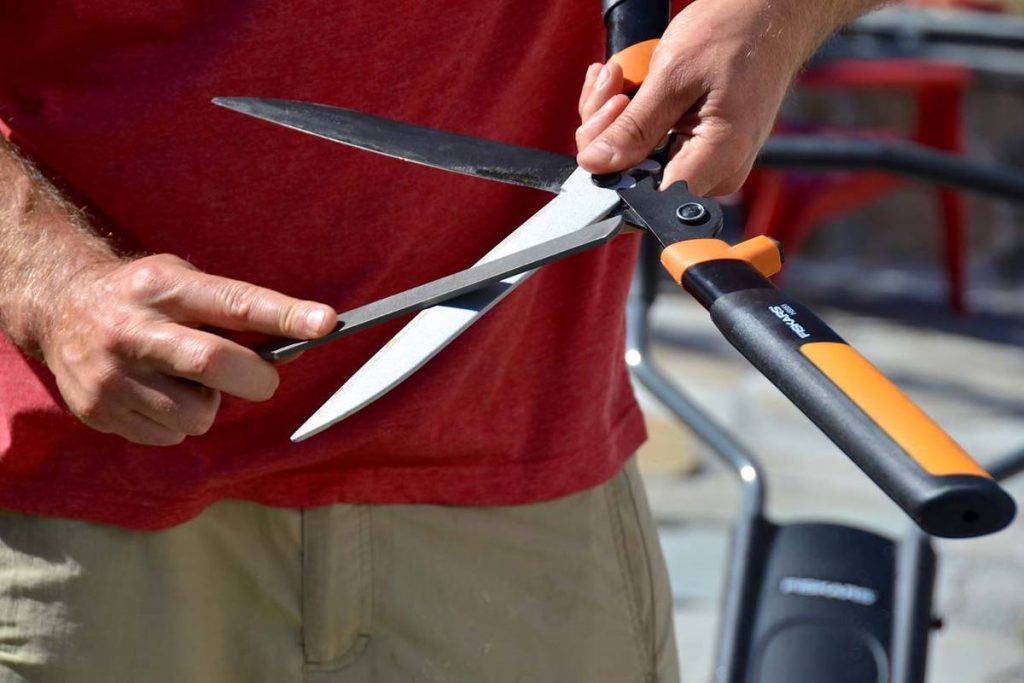 How to Sharpen Scissors with a Knife Sharpener?